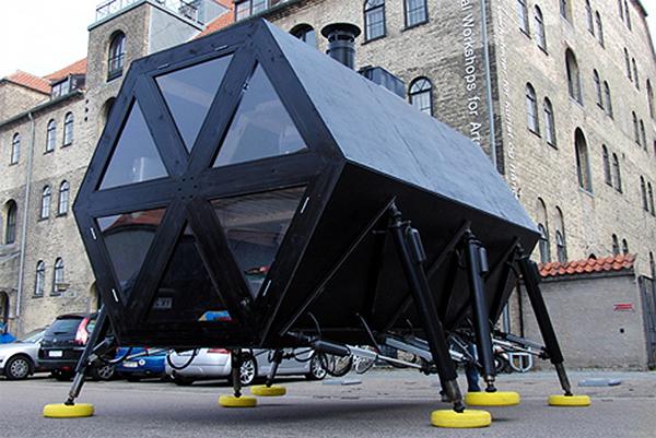 Датчане создали шагающий дом. Видео