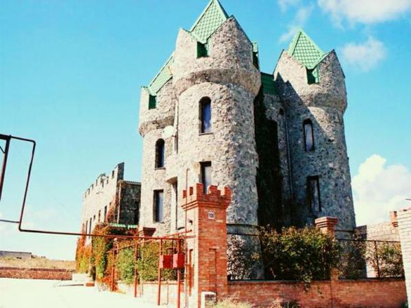 Дворцы на грядках: Где живут настоящие романтики. Фото