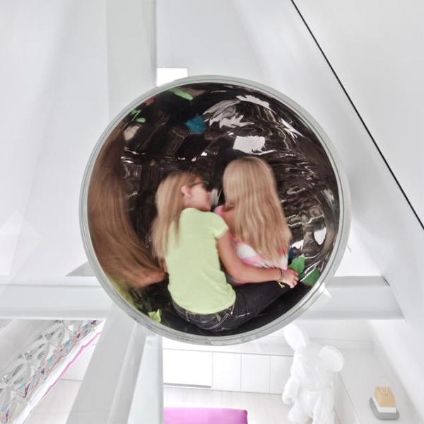 Миллионер оборудовал детский трубопровод в роскошном пентхаусе. Фото