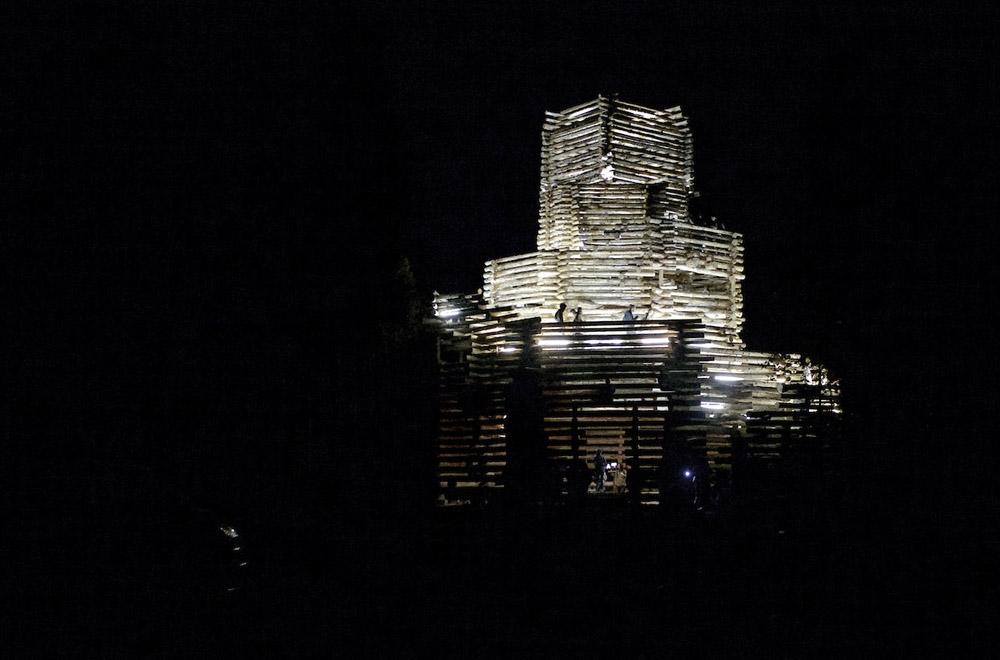 На Архстоянии построили Вавилонскую башню