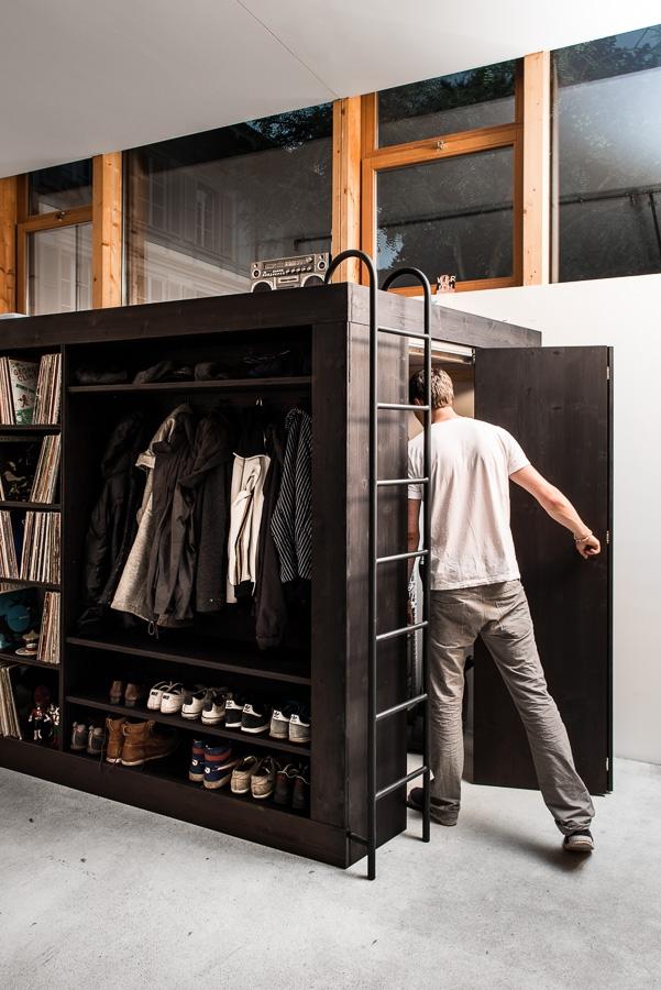Дизайнер создал универсальную мебель для маленьких квартир