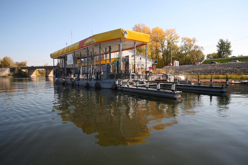 Здания на воде: от офиса до заправки