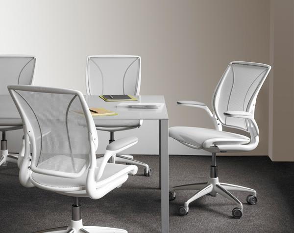 На чем сидеть в 2015 году: бестселлеры офисных кресел