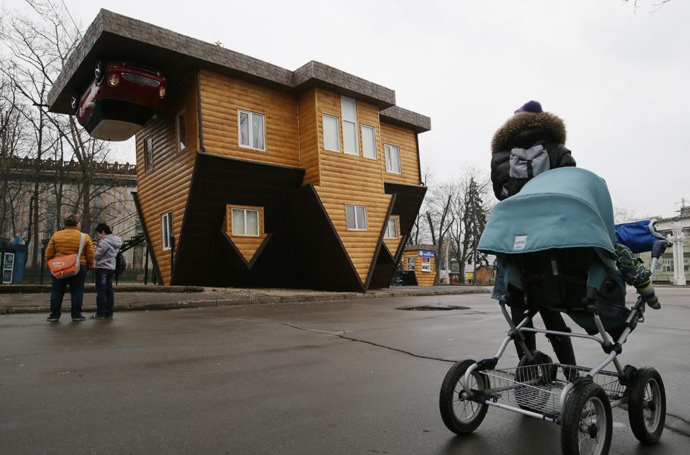 Россию застраивают перевернутыми домами