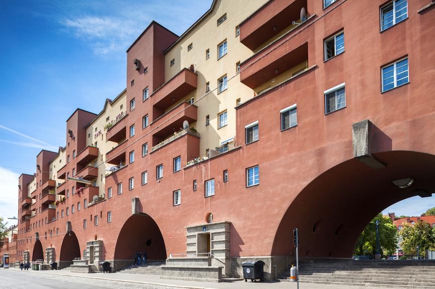 «Китайские стены» в Европе: 10 самых длинных жилых зданий